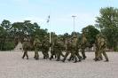 Varusmiespalvelusta suorittavat sotilaat palaavat kasarmille ampumaharjoituksista